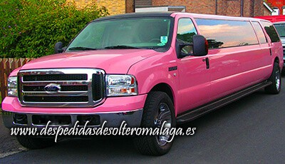 limusina Ford Excursion rosa de Málaga