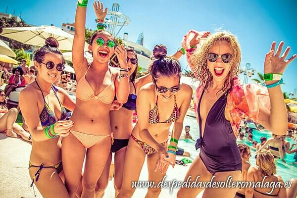 plan-de-playa-en-malaga-para-despedidas-de-soltera